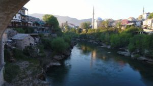 Prkosan i ponosan Stari most u Mostaru