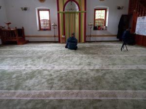 Realizovan projekat zamjene tepiha u gradskoj džamiji u Rudom